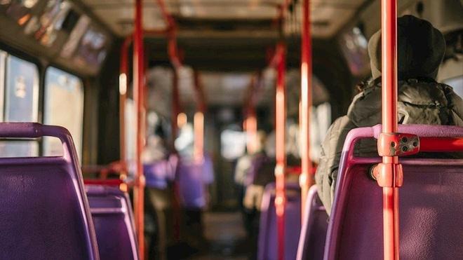 Chuyen con con ve xe bus o Ha Noi anh 2