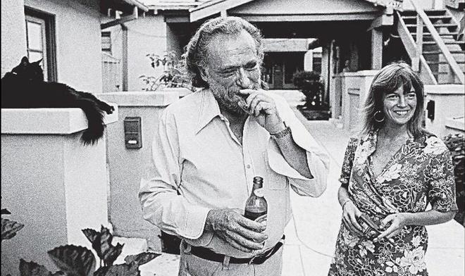 Nha tho khu o chuot Charles Bukowski:Noi danh nhung van khong duoc gioi phe binh de y anh 2