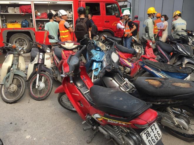 Chay o cong truong Benh vien Viet - Phap, hang tram nguoi thao chay hinh anh 3