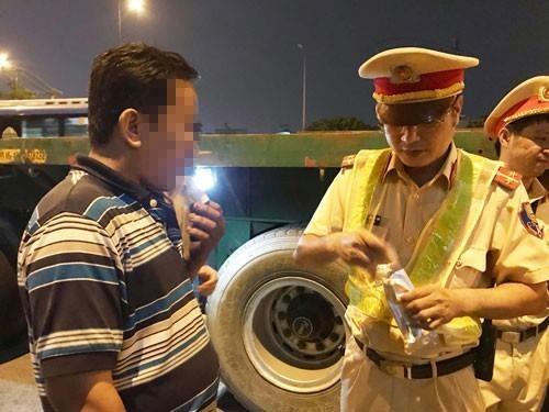 Tri benh 'hung than' cho xe dau keo container hinh anh 1