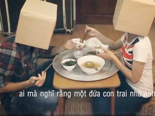 Chang trai doi chia doi 300.000 dong tien moi ban gai ve nha an hinh anh 3