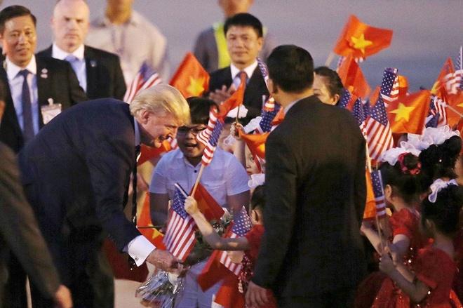 Cau be 11 tuoi duoc Tong thong Donald Trump tang hoa la ai? hinh anh
