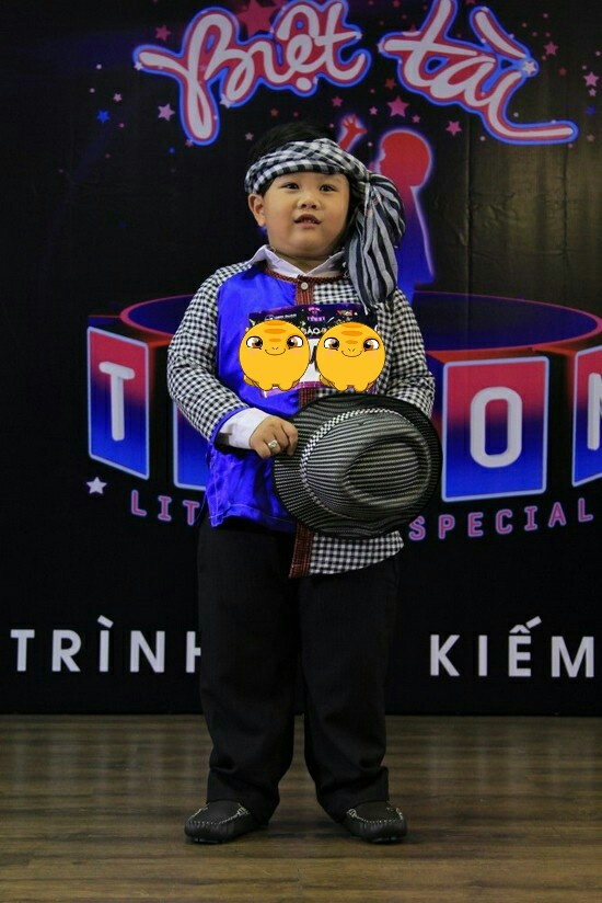 Cau be 6 tuoi hat 'Dap mo cuoc tinh' thu hut hang chuc nghin luot like hinh anh 2