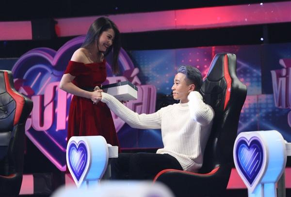 Karik va nu sinh Thanh Hoa gio ra sao sau mot thang tim hieu? hinh anh 1