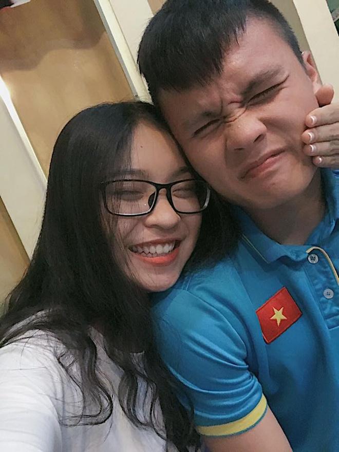 Ban gai Quang Hai chuc nguoi yeu thanh cong trong tran chung ket hinh anh 4