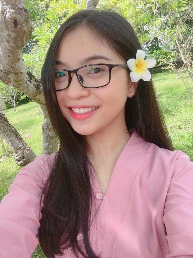 Ban gai Quang Hai chuc nguoi yeu thanh cong trong tran chung ket hinh anh 5