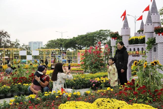 Den Da Nang dao duong hoa, ngam phao bong dem Giao thua hinh anh 4