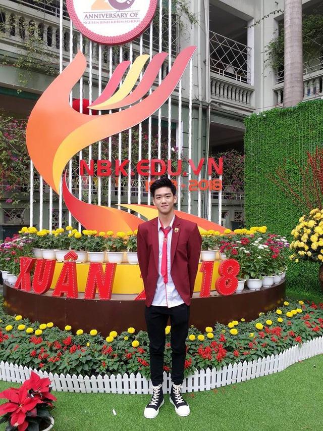 10X duoc menh danh 'nam than' truong Nguyen Binh Khiem la ai? hinh anh 4
