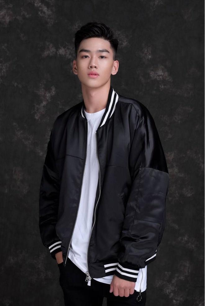 10X duoc menh danh 'nam than' truong Nguyen Binh Khiem la ai? hinh anh 5