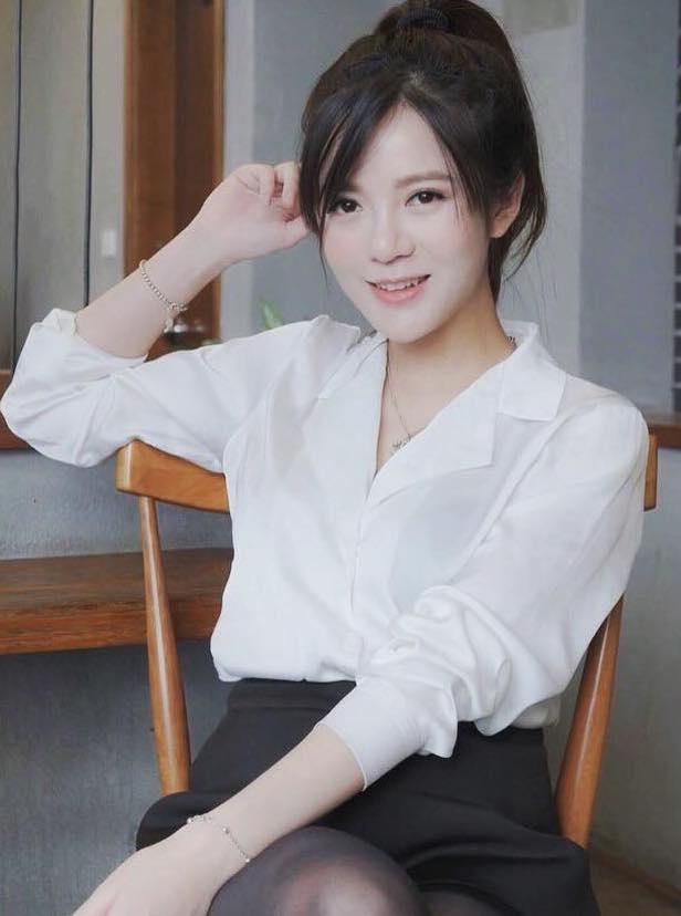 Tu Linh khoe dang nuot na du moi sinh con mot thang hinh anh 4