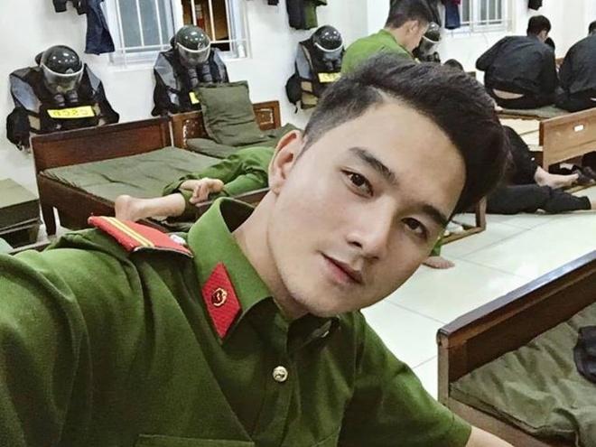 Chang canh sat co dong cao 1,8 m muon ket nhieu ban tren mang xa hoi hinh anh