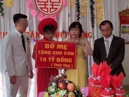 Dam cuoi trao 10 ty dong, co dau deo vang kin co 'gay bao' mang hinh anh
