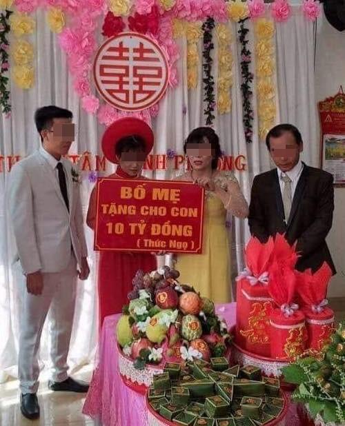 Dam cuoi trao 10 ty dong, co dau deo vang kin co 'gay bao' mang hinh anh 1