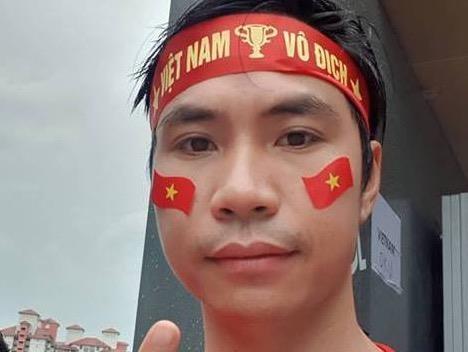CDV Viet mot minh ngoi o khan dai Malaysia: Chi dam vui trong am tham hinh anh