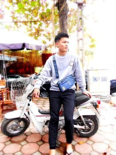 Anh trai Quang Hai co ve ngoai nam tinh, lam tho xam o Ha Noi hinh anh 3