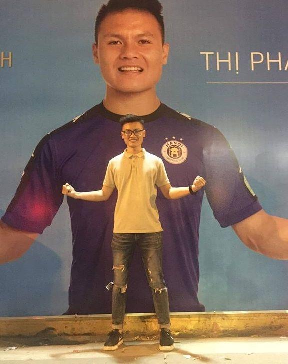Anh trai Quang Hai co ve ngoai nam tinh, lam tho xam o Ha Noi hinh anh 8