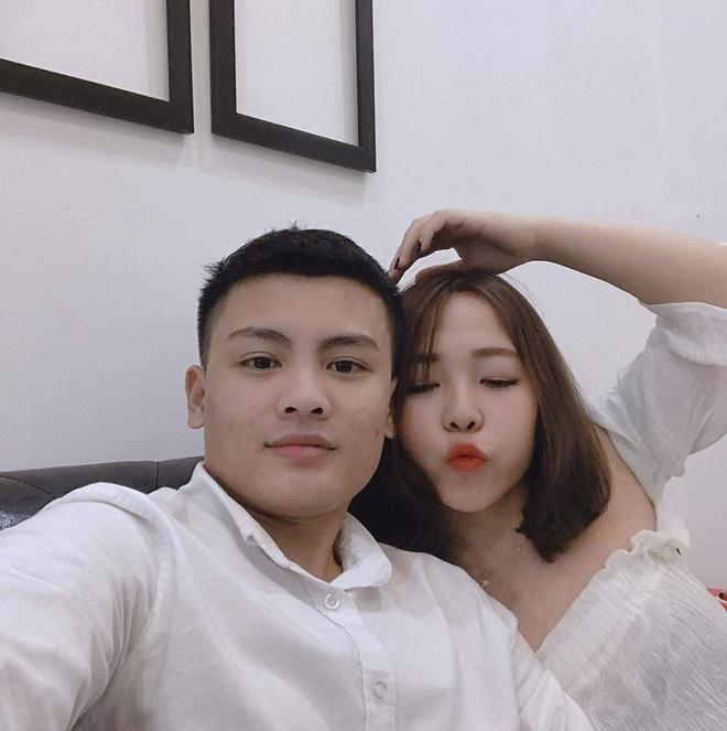 Anh trai Quang Hai co ve ngoai nam tinh, lam tho xam o Ha Noi hinh anh 10