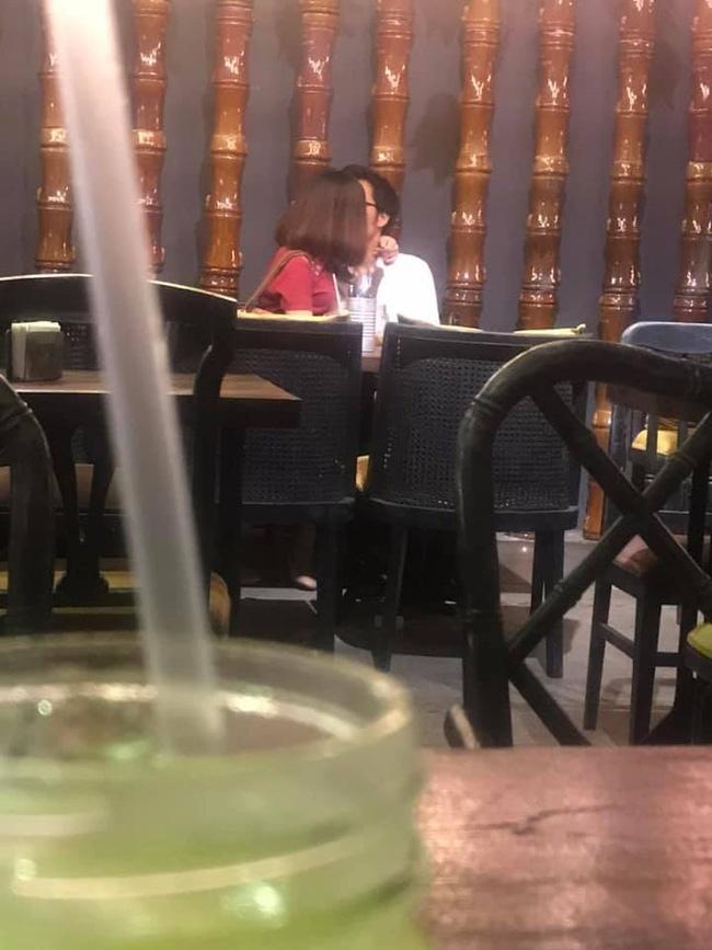 Doi trai gai bi len an khi om hon o quan an tren pho di bo Nguyen Hue hinh anh 1