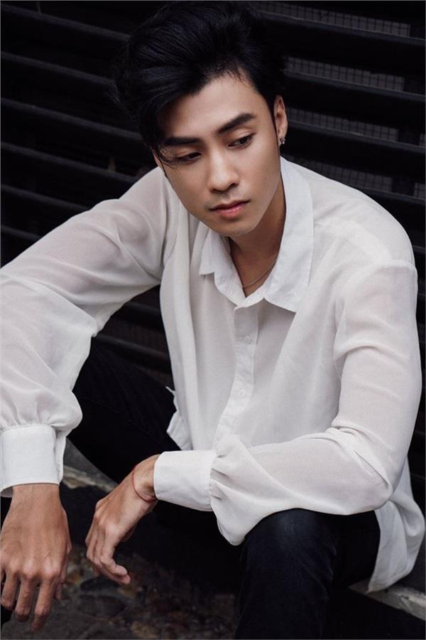 Hot boy Vuong Anh Ole bi 'nem da' vi xuat hien trong 'Ve nha di con' hinh anh 3