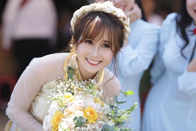 Vlogger Cris Phan khoe ảnh cưới tại nhà cô dâu ở Phú Yên
