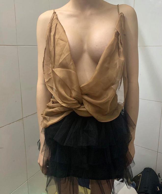 Hot girl bi to ban hang khong co tam anh 4