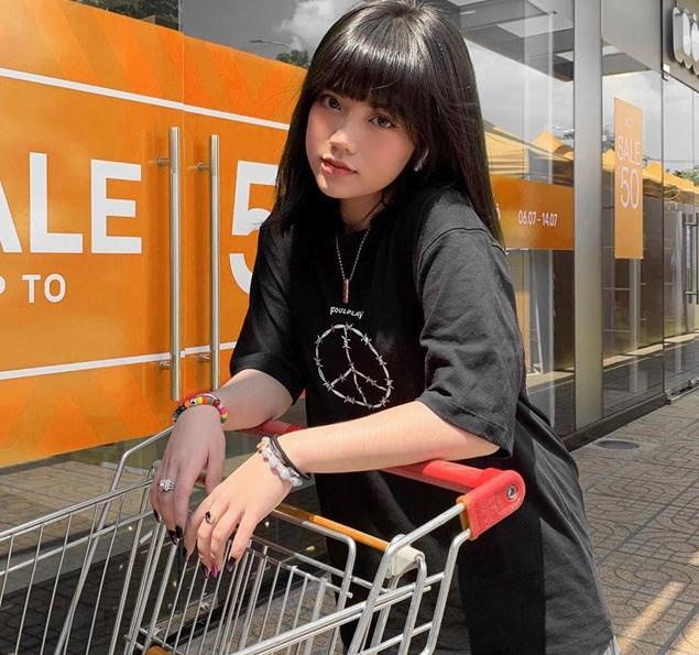 Hot girl bi to ban hang khong co tam anh 11