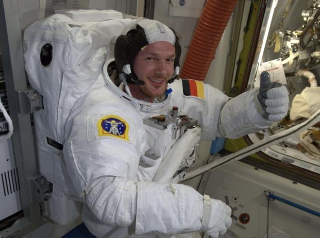 Tram vu tru ISS bi thung hinh anh