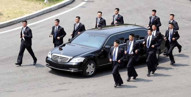 Ong Kim Jong Un mua Mercedes chong dan khong chinh hang? hinh anh 1