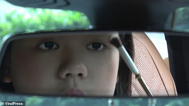 Vlogger Thai mua BMW 7 Series mung sinh nhat 12 tuoi hinh anh 4