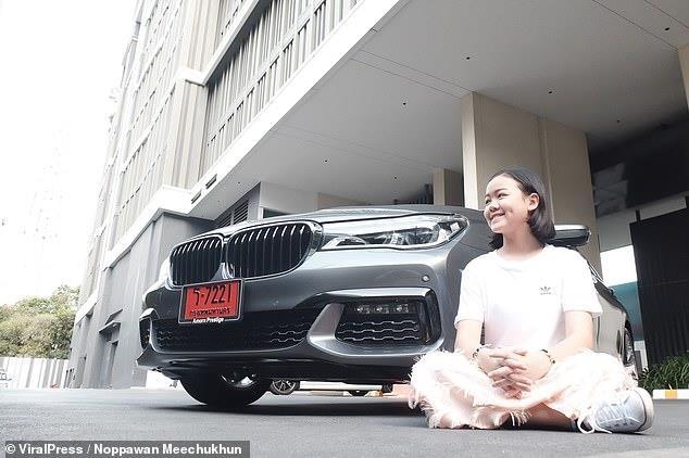 Vlogger Thai mua BMW 7 Series mung sinh nhat 12 tuoi hinh anh 8
