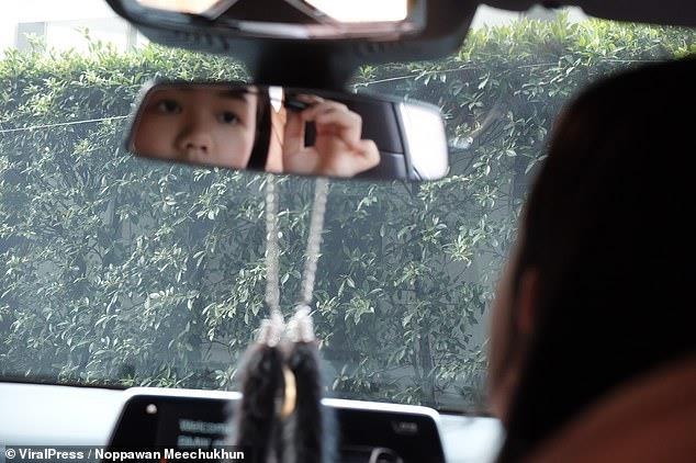 Vlogger Thai mua BMW 7 Series mung sinh nhat 12 tuoi hinh anh 7