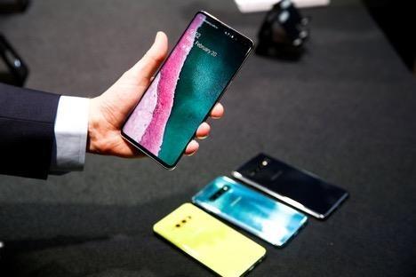 'Toa son quan ho dau', Samsung huong loi tu lenh cam Huawei hinh anh 2