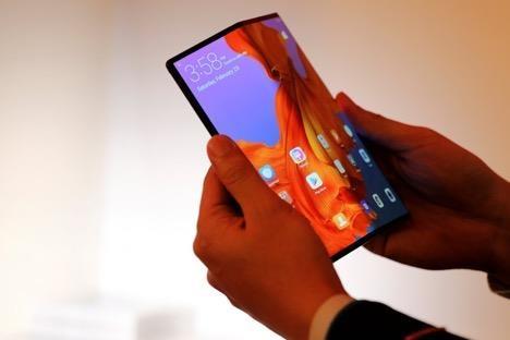 'Toa son quan ho dau', Samsung huong loi tu lenh cam Huawei hinh anh 3