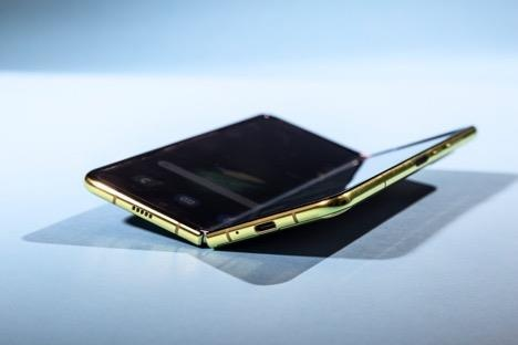 'Toa son quan ho dau', Samsung huong loi tu lenh cam Huawei hinh anh 4