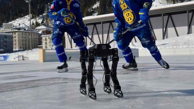 Chu robot nay co the truot patin nhu van dong vien chuyen nghiep hinh anh