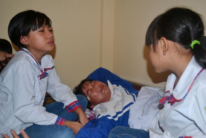 Noi dau gia dinh 7 ngu dan gap nan tren bien Quang Ninh hinh anh