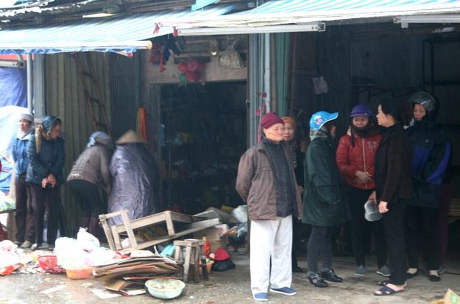 Cho Phu Ly tan hoang sau nhieu gio chim trong bien lua hinh anh 6