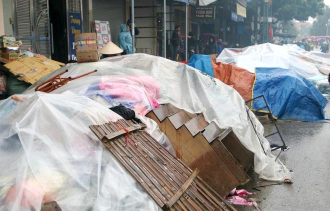 Cho Phu Ly tan hoang sau nhieu gio chim trong bien lua hinh anh 7