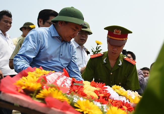 Thu tuong vieng cac anh hung liet si tai Quang Tri hinh anh 2