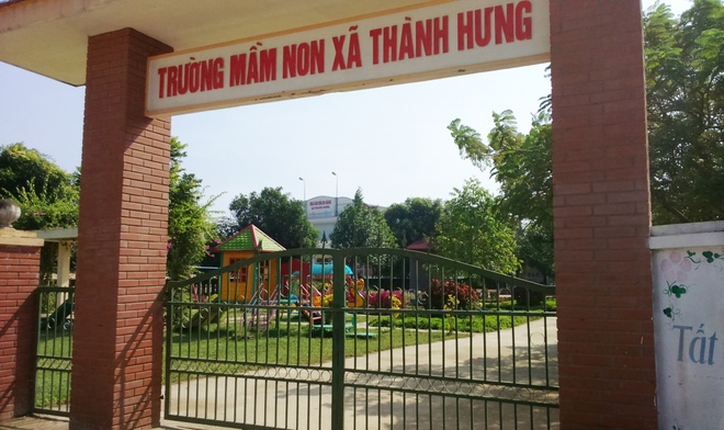 Dong loat cho tre nghi hoc phan doi xay tram phat song hinh anh