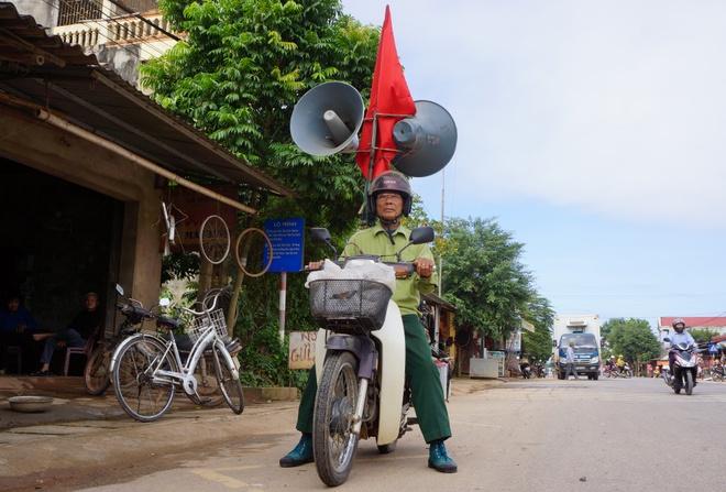 Cong an tinh tang xe may cho cuu binh lam 'nha dai di dong' hinh anh