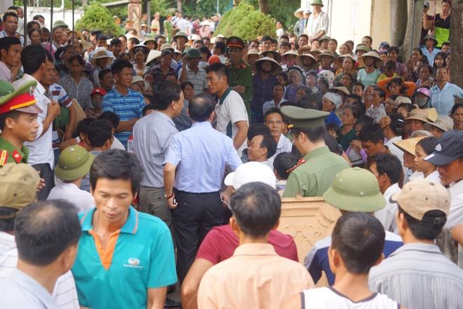 Dan phan doi, Thanh Hoa tam dung sap nhap truong hinh anh 2