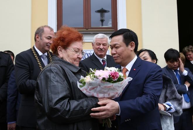 Thi tran o Slovakia ton vinh Chu tich Ho Chi Minh hinh anh 2