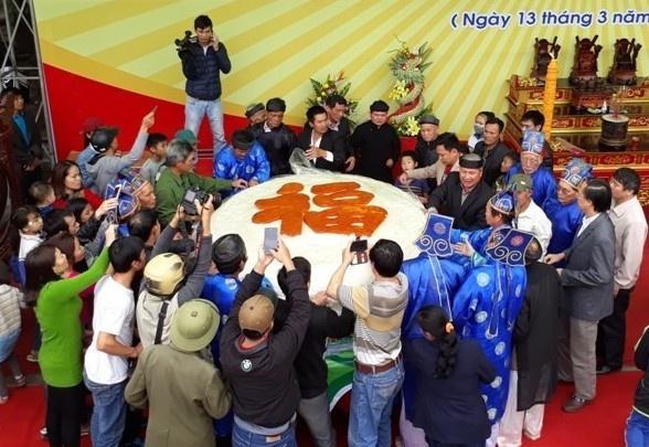 Chu tich Thanh Hoa: 'Tinh khong dong y viec lam banh giay 3 tan' hinh anh