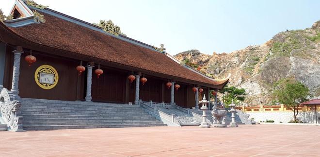 Ninh Binh dung hoat dong mo da de doa di tich chua Han Son hinh anh 2