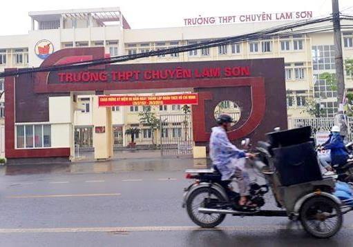 Truong THPT chuyen Lam Son mac hang loat sai pham hinh anh 1