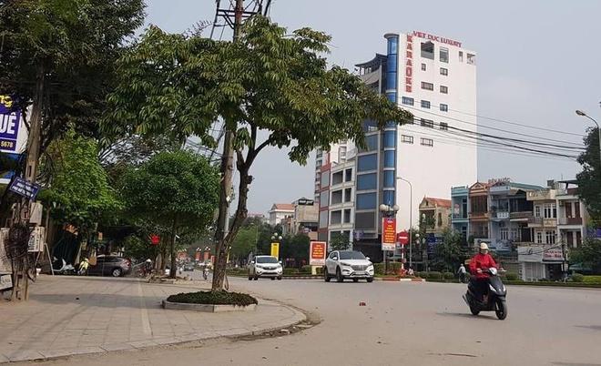 Con do xu Thanh no sung gay nao loan duong pho hinh anh 1