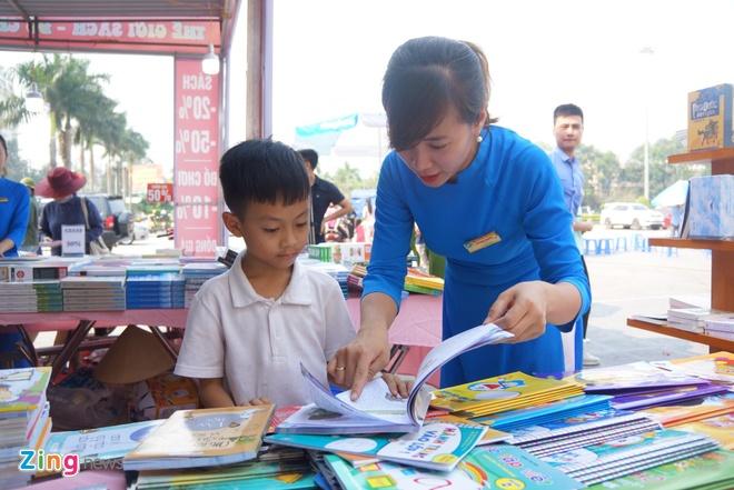 Trien lam sach tai Thanh Hoa thu hut dong dao doc gia tham du hinh anh 6