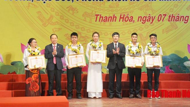 Thanh Hoa vinh danh chu cong ty gay o nhiem, chan loi ra bien cua dan hinh anh 1