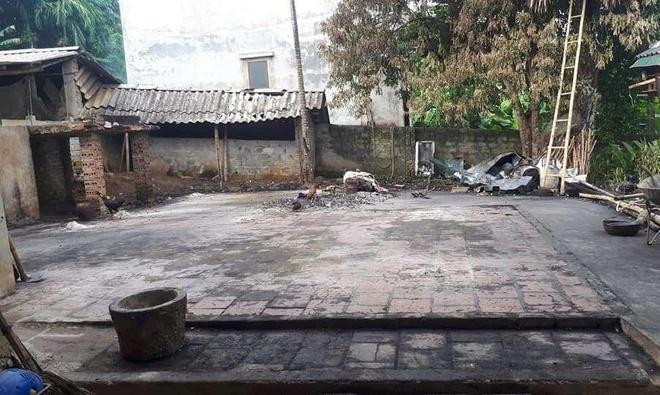 Nhà sàn của bà nội thủ môn Tiến Dũng bị thiêu rụi trong đêm